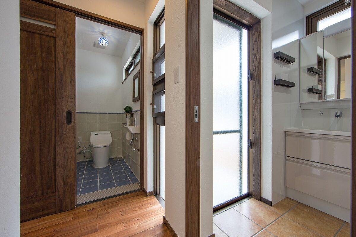 二世帯 1階部分 洗面脱衣室とトイレ