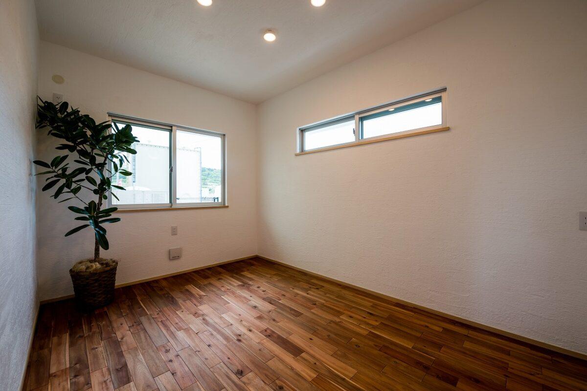 高窓を設けることでプライバシー性が高く、外部からの視線が気にならない居室