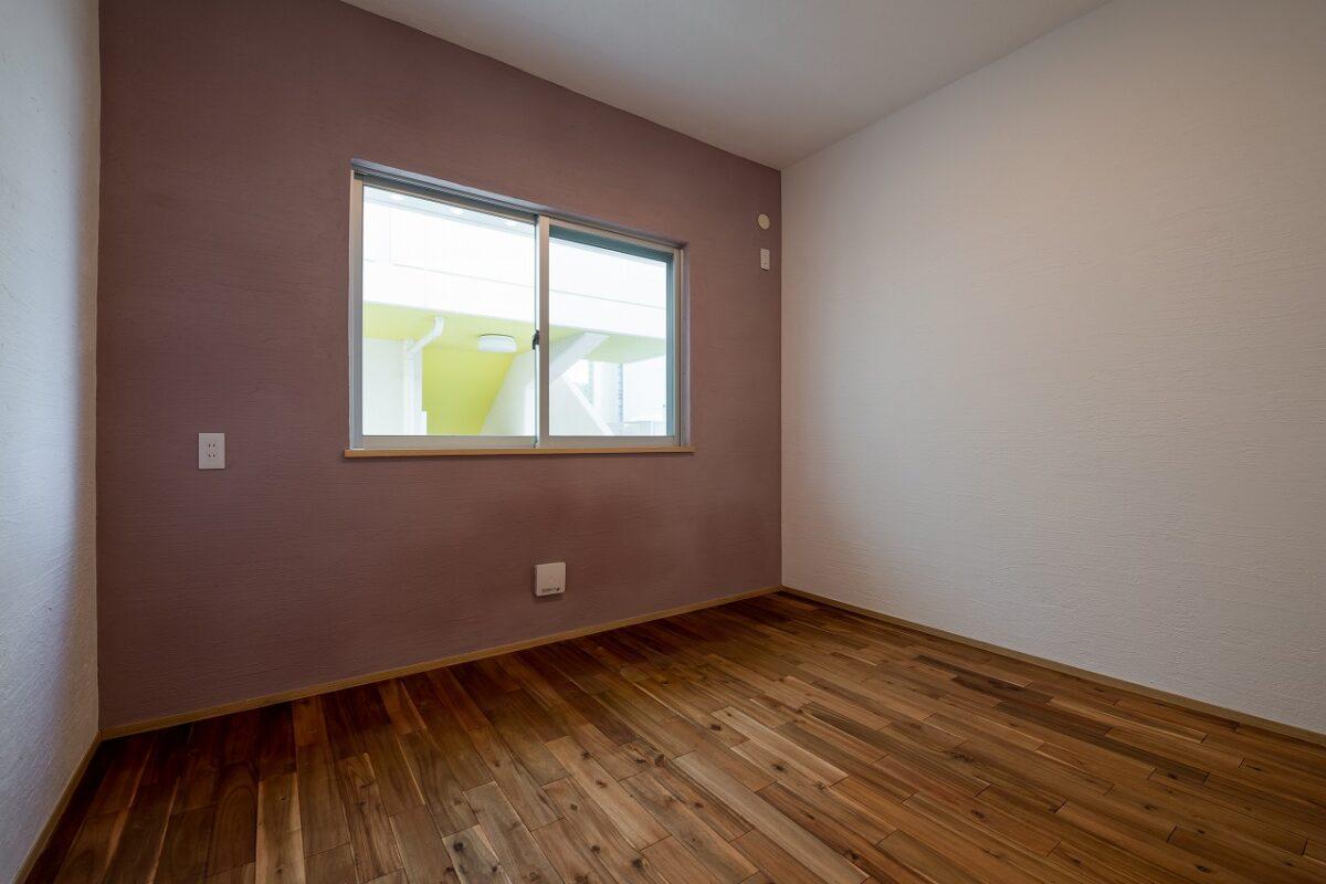 ポイントでカラーしっくいを塗る事で、個性豊かなお部屋に仕上げります